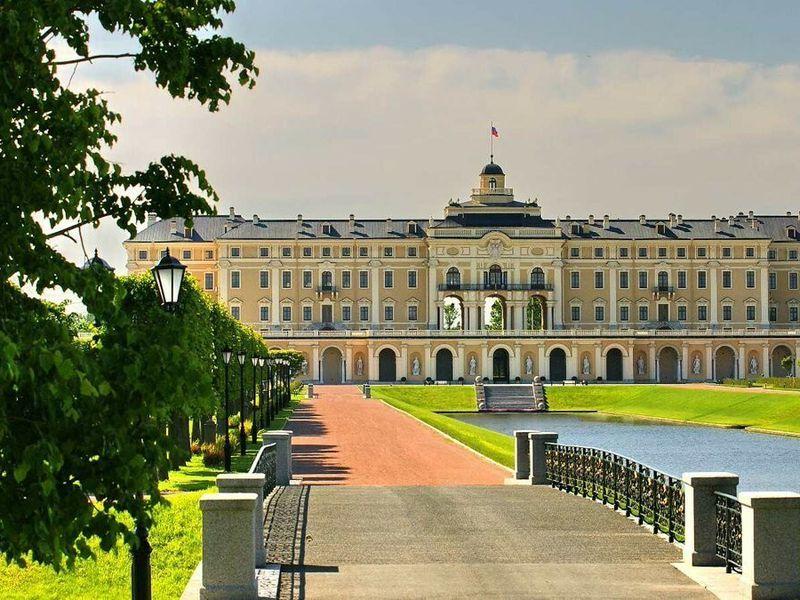 Экскурсия Групповая экскурсия из Петербурга в Константиновский дворец