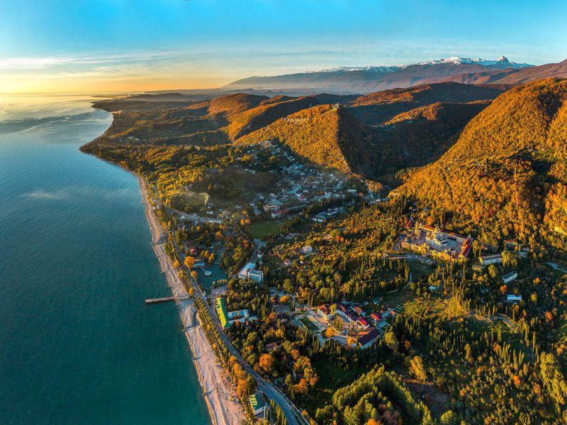 Экскурсия Отпальм кзаснеженным вершинам: день Абхазии