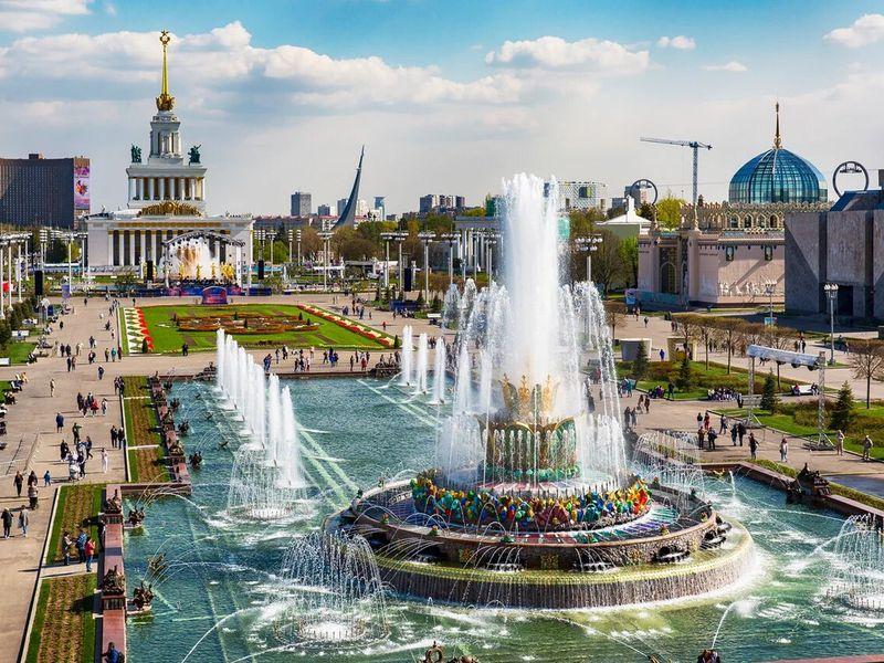 Экскурсия ВДНХ: легенды советского Версаля