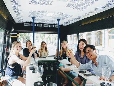 По Тбилиси на автобусе с бокалом вина!