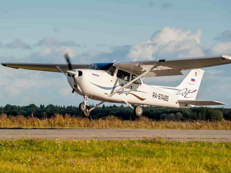 Экскурсия Полёт над Петергофом на самолёте!
