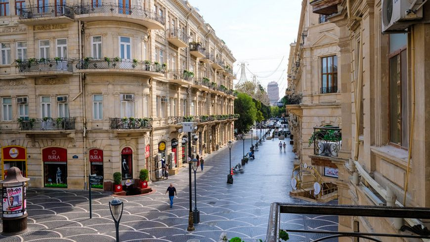 Пешком поцентру Баку