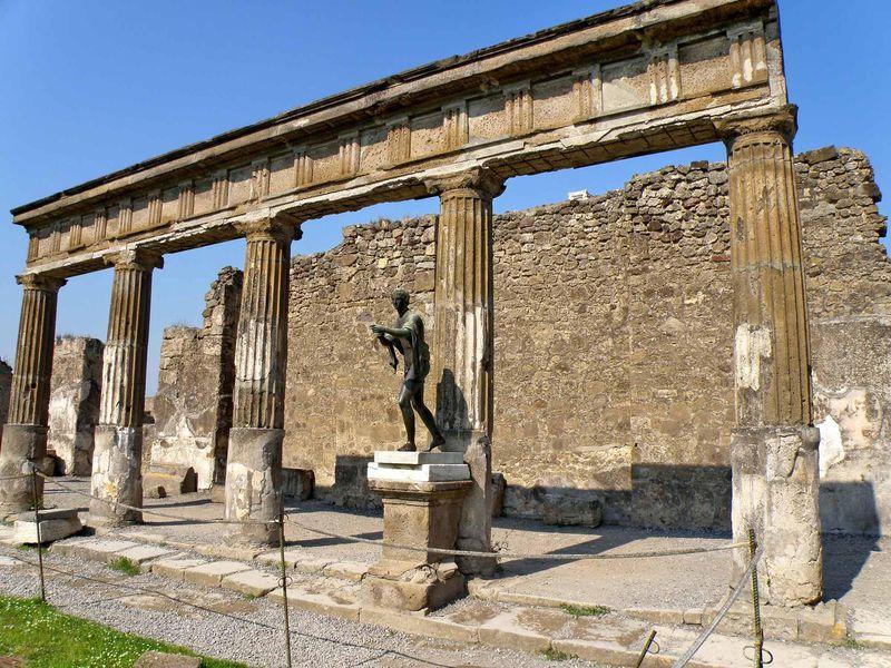 Экскурсия Помпеи — жизнь мертвого города