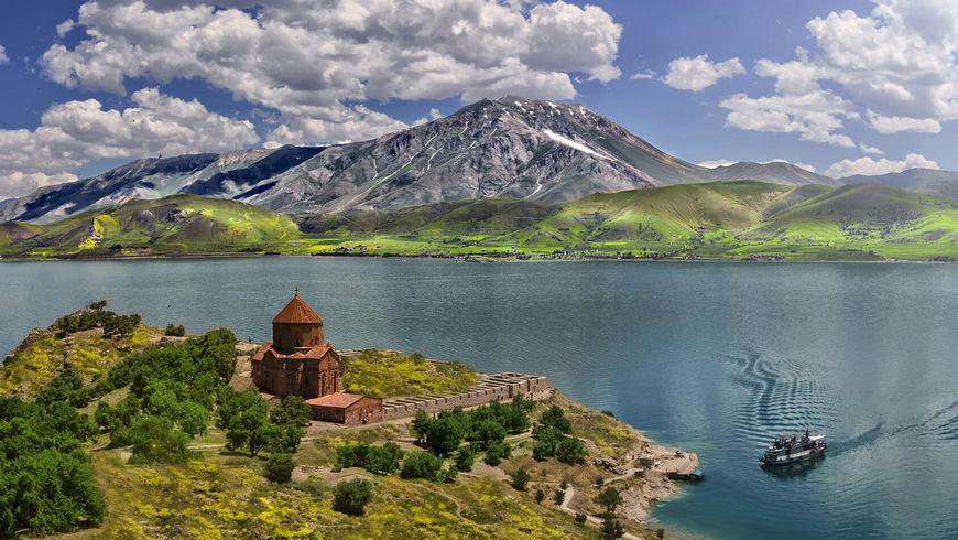 ИзГюмри— вгорнолыжный Цахкадзор икголубоглазому Севану