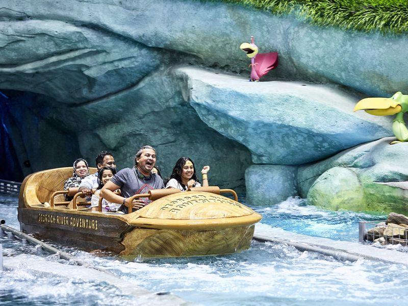 Экскурсия Трансфер изДубая ибилеты втематический парк «Warner Bros. World»