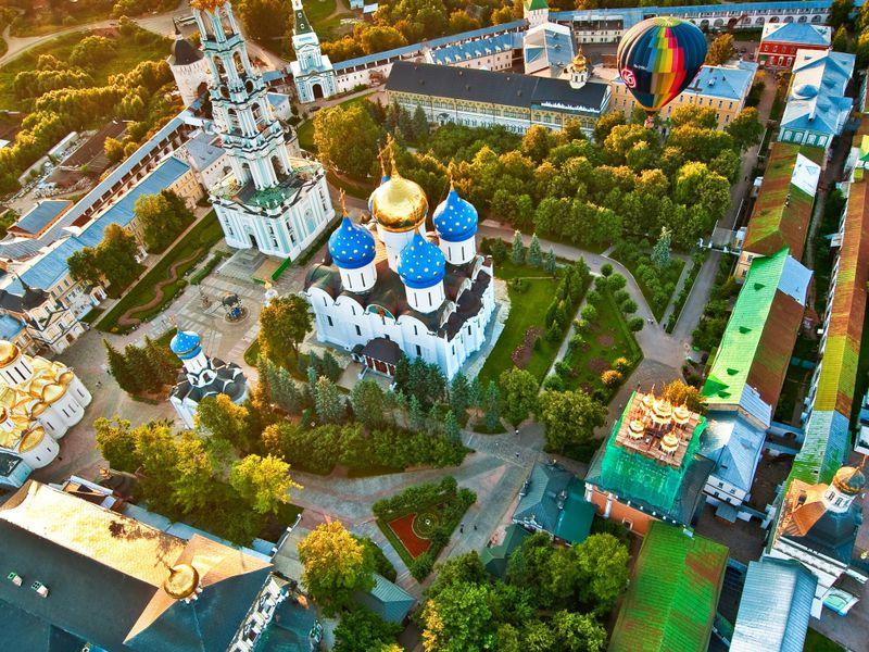 Экскурсия Сергиев Посад: возле стен монастырских