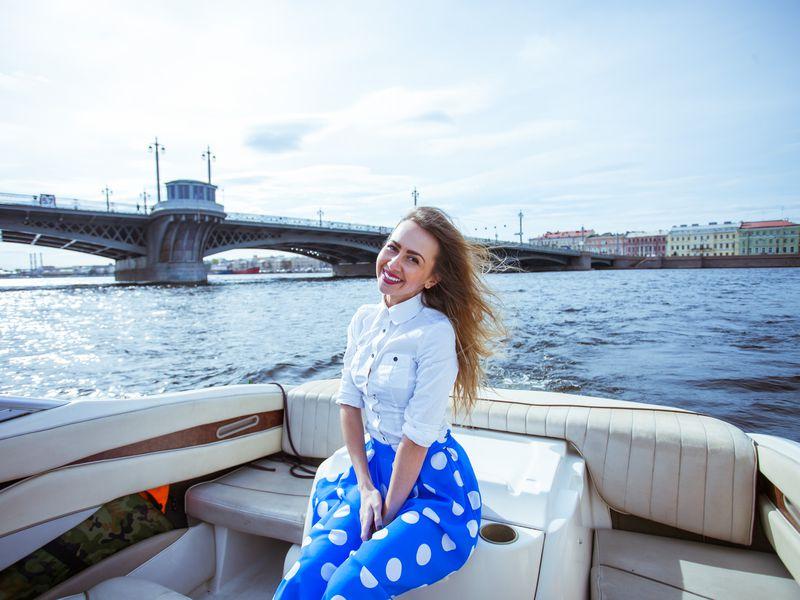 Экскурсия По рекам и каналам на персональном катере!
