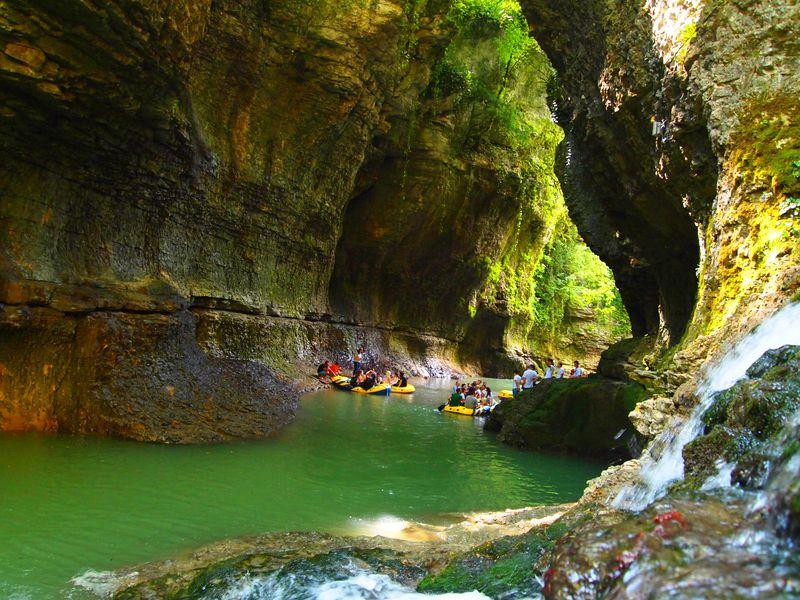 Экскурсия Путешествие в каньон Мартвили и пещеру Прометея