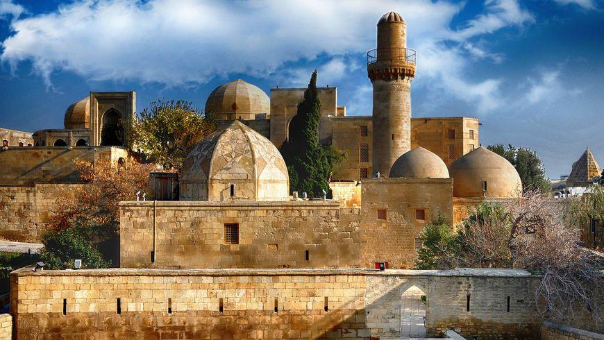 Все памятники Баку за один день: путешествие во времени