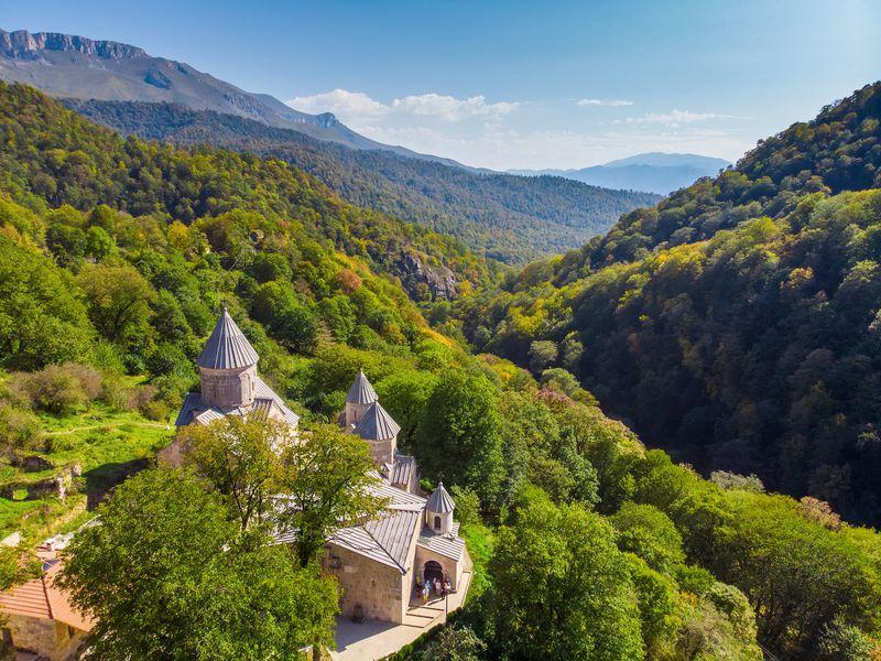Экскурсия Курортный Дилижан и озеро Севан: путешествие из Еревана