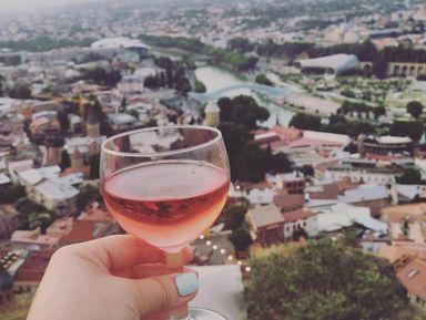 Колоритный Тбилиси спривкусом вина