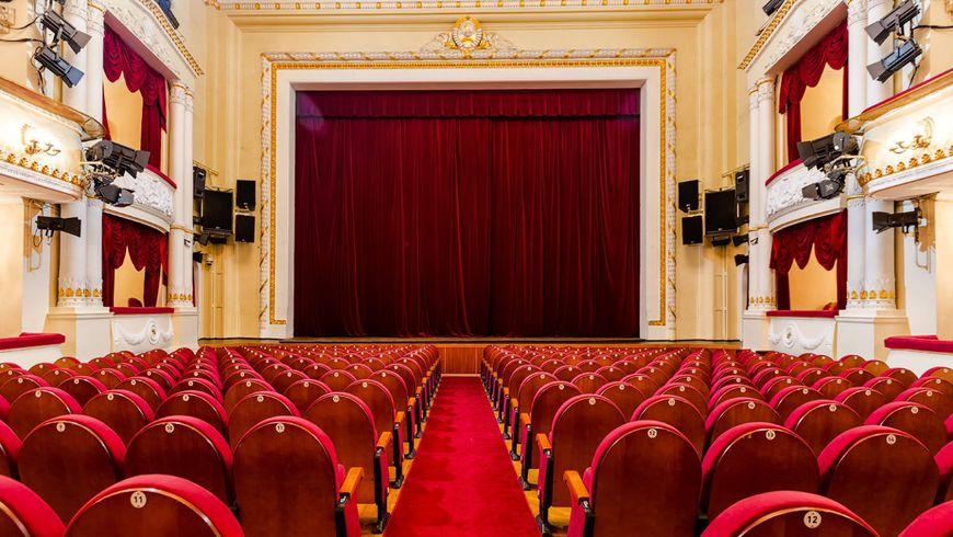 Театральная Москва