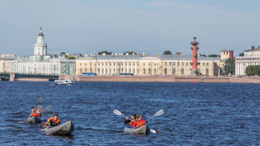 Набайдарках поисторическому центру Петербурга