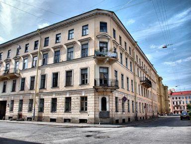 Гоголь и Достоевский в городе на Неве