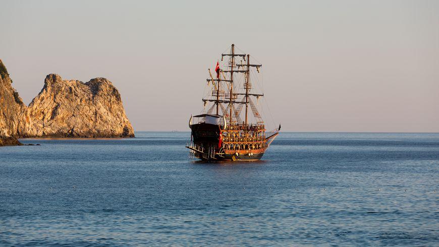 Морская прогулка на пиратском корабле