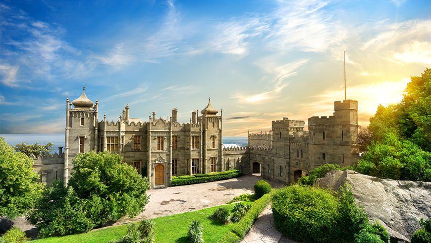 Шедевры Южного Крыма: Воронцовский дворец и замок «Ласточкино гнездо»