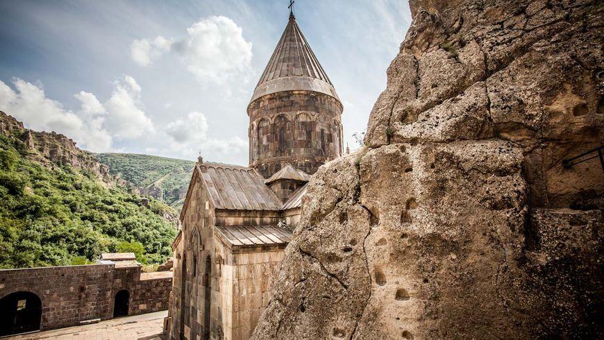 Озеро Севан, языческий Гарни и пещерный монастырь Гегард