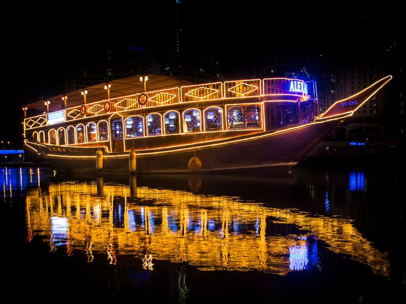 Экскурсия Ужин ивечернее шоу наарабской лодке доу