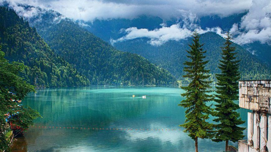Три в одном: озеро Рица, Новый Афон и Гагры