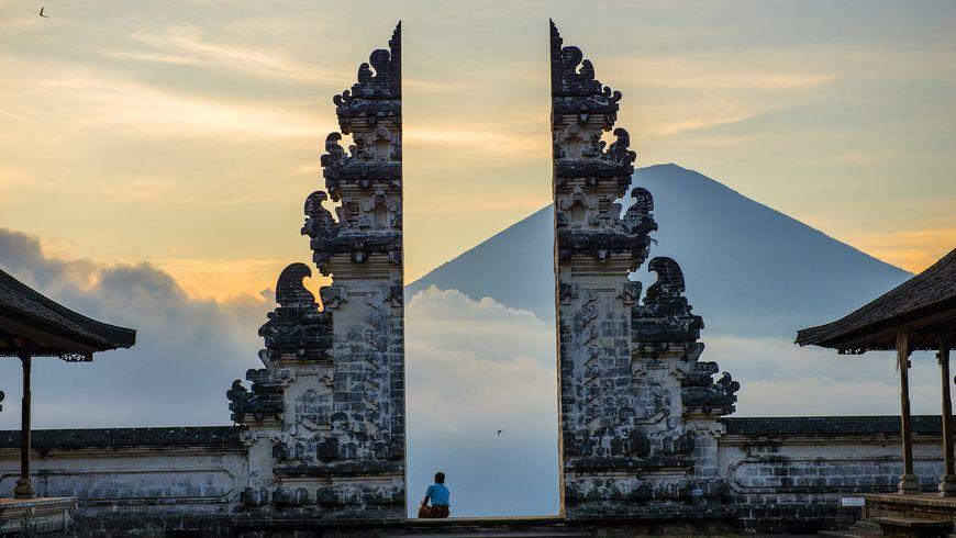 Храм тысячи ступеней Пура Лэмпуян