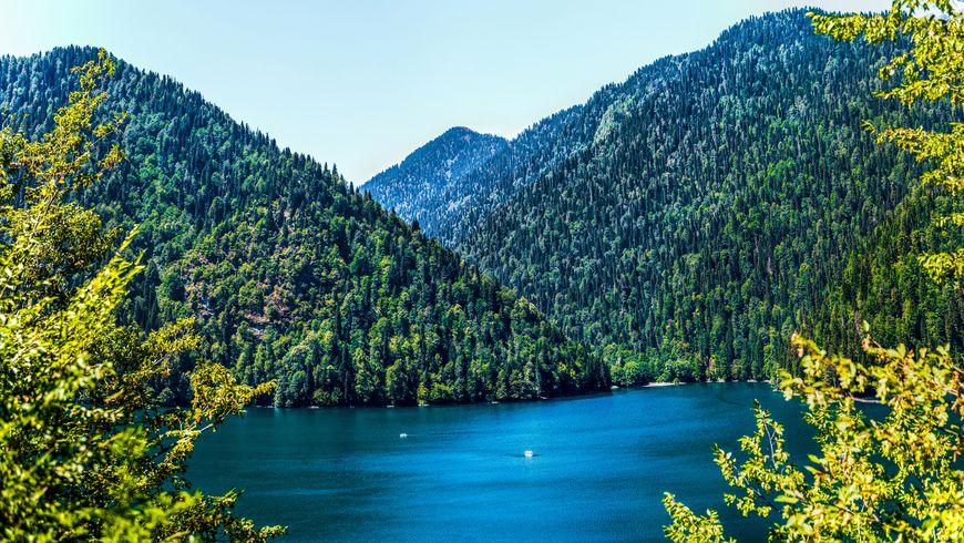 Озеро Рица и Гегский водопад на внедорожнике