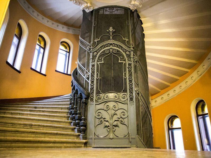 Экскурсия Доходные дома, дворы-колодцы ипарадные лестницы