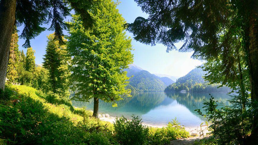 Альпийские луга и озеро Мзы