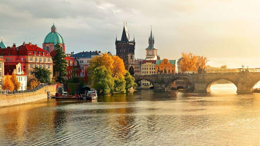 На автобусе и теплоходе по сердцу Праги
