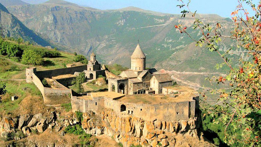 Путешествие в Татев: история, пейзажи и вино