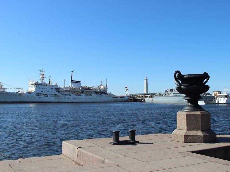 Экскурсия Весь Кронштадт, форт «Великий князь Константин» и теплоходная прогулка