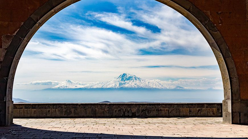 Святая Армения: храм Гарни имонастырь-пещера Гегард