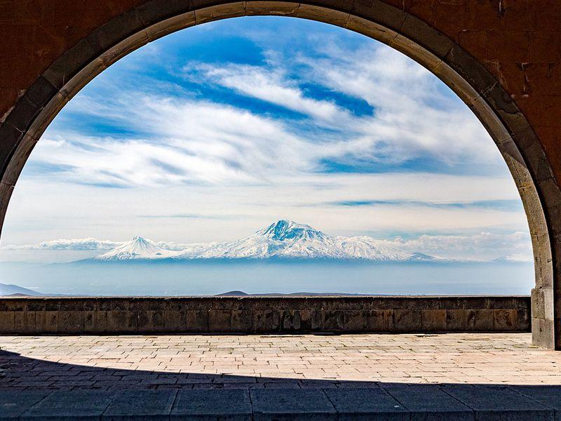Экскурсия Святая Армения: храм Гарни имонастырь-пещера Гегард