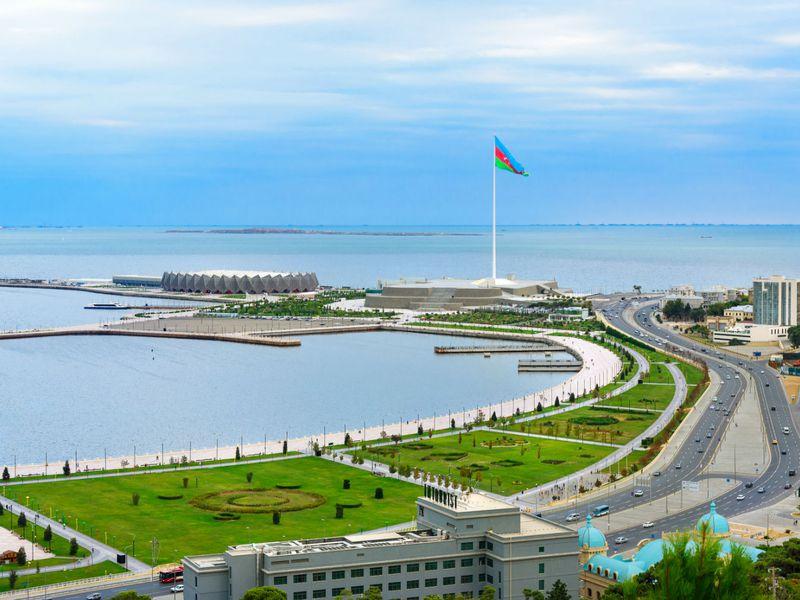 Все интересное в Баку: приморский променад и поездка к святым местам