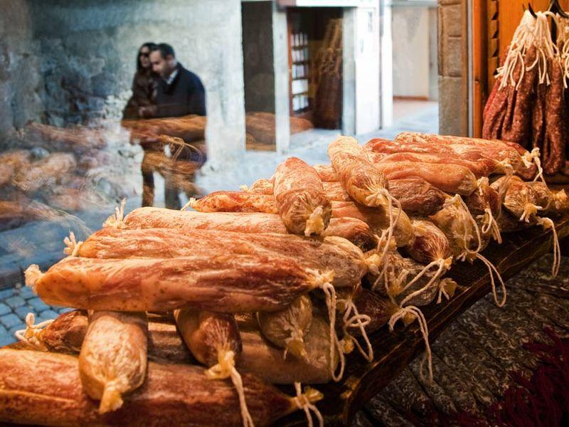 Экскурсия Поездка на лучшую сыроварню Пиренеев и в мясную столицу Каталонии