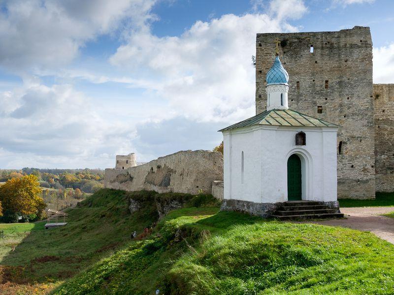Экскурсия Старый Изборск и Псково-Печерский монастырь: путешествие к истокам Руси