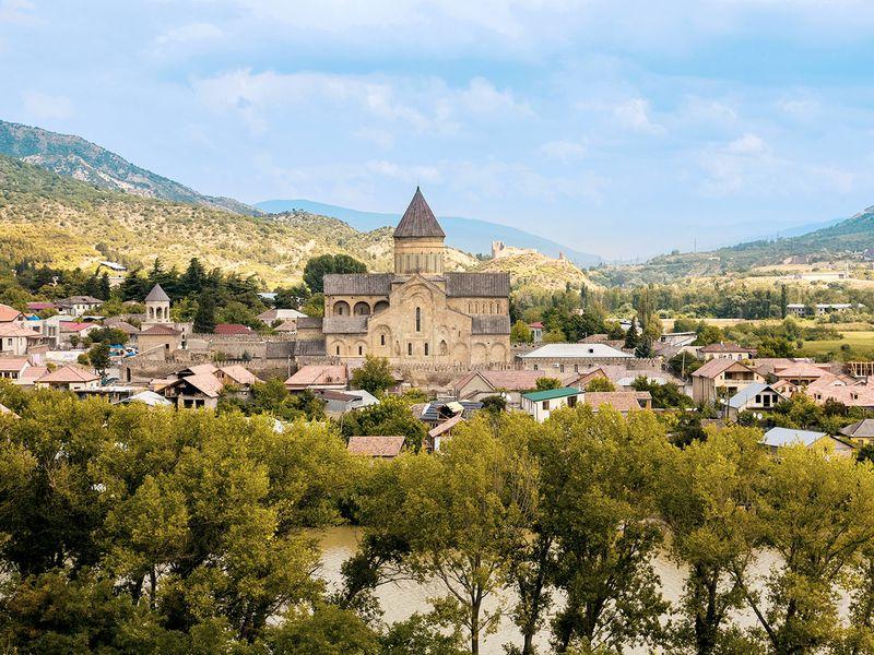 Экскурсия Архитектурное ожерелье Мцхеты – христианские храмы и античный Уплисцихе
