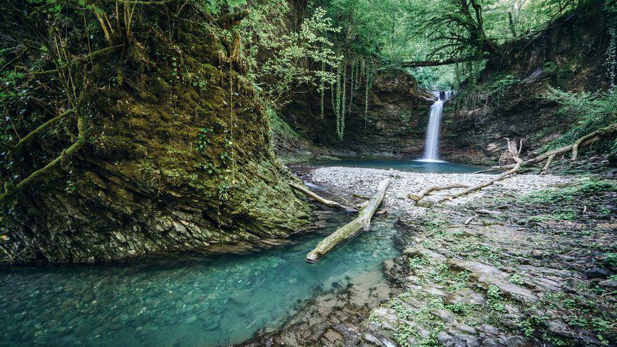 Побег из отеля: треккинг к водопадам и каньонам Сочи