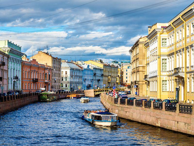 Экскурсия Намоторном катере — порекам иканалам Петербурга
