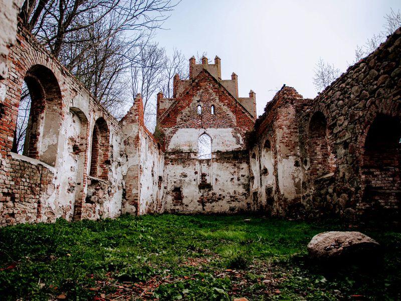 Кирхи изаброшенные замки вокрестностях Калининграда