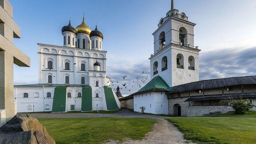 Псковский Кремль снаружи и изнутри