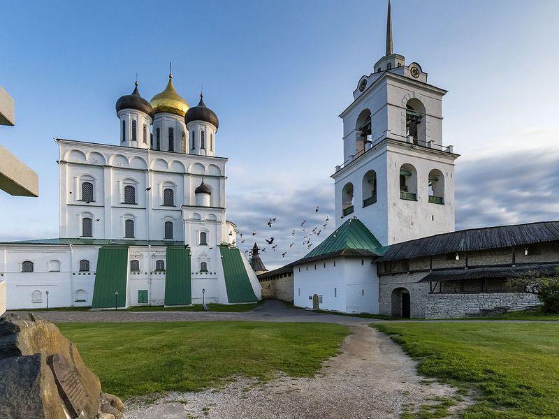 Экскурсия Псковский Кремль снаружи и изнутри