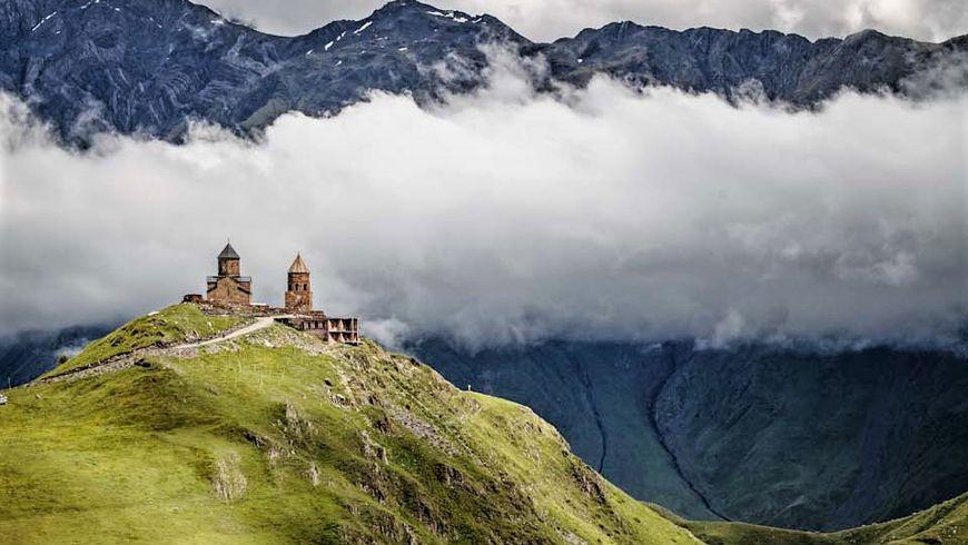 Монастырь на Казбеке — «высоко над семьею гор»