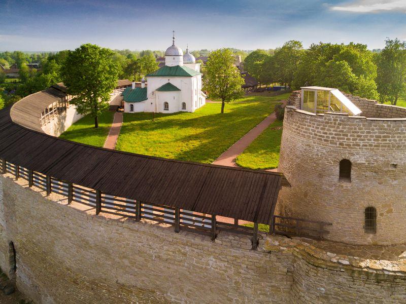 Экскурсия Дух Древней Руси и былинные пейзажи в Изборске