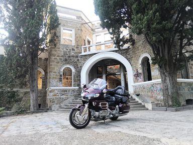 На мотоцикле в «Дом с привидениями»!