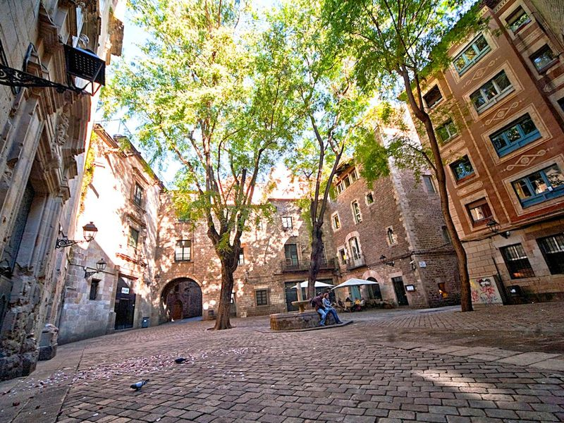 Экскурсия Рамбла иГотика— прогулка всамом сердце Барселоны