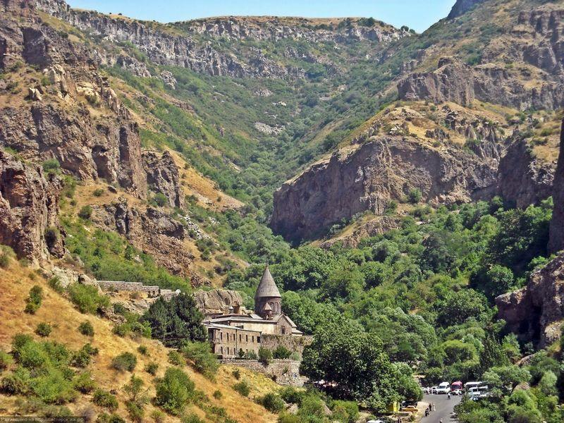 Языческий храм Гарни и монастырь Гегард