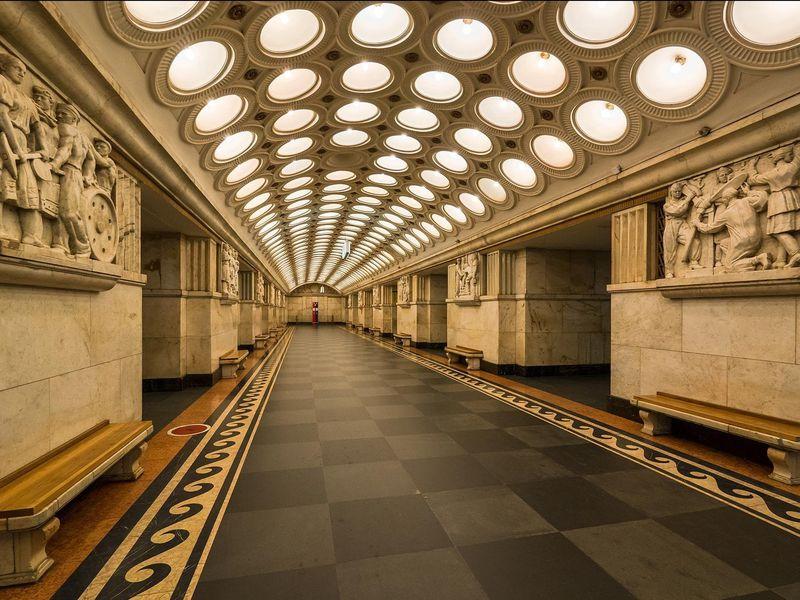 Экскурсия Станция «Сталинская»: секреты синей линии