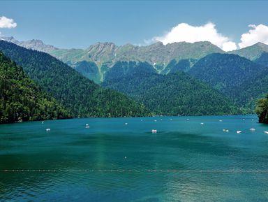 Курортная Гагра и озеро Рица