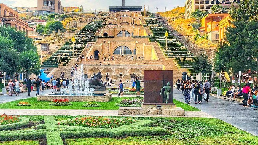 Омноголиком Ереване— слюбовью!