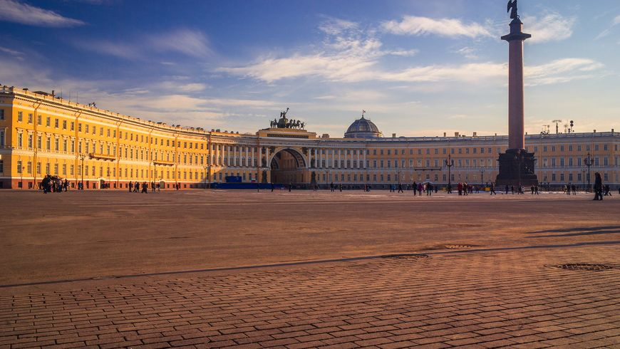 Трансфер из Пулково и экскурсия поmust-see-местам Петербурга